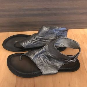 Nine West • silver/bronze leather Roman sandals 8M